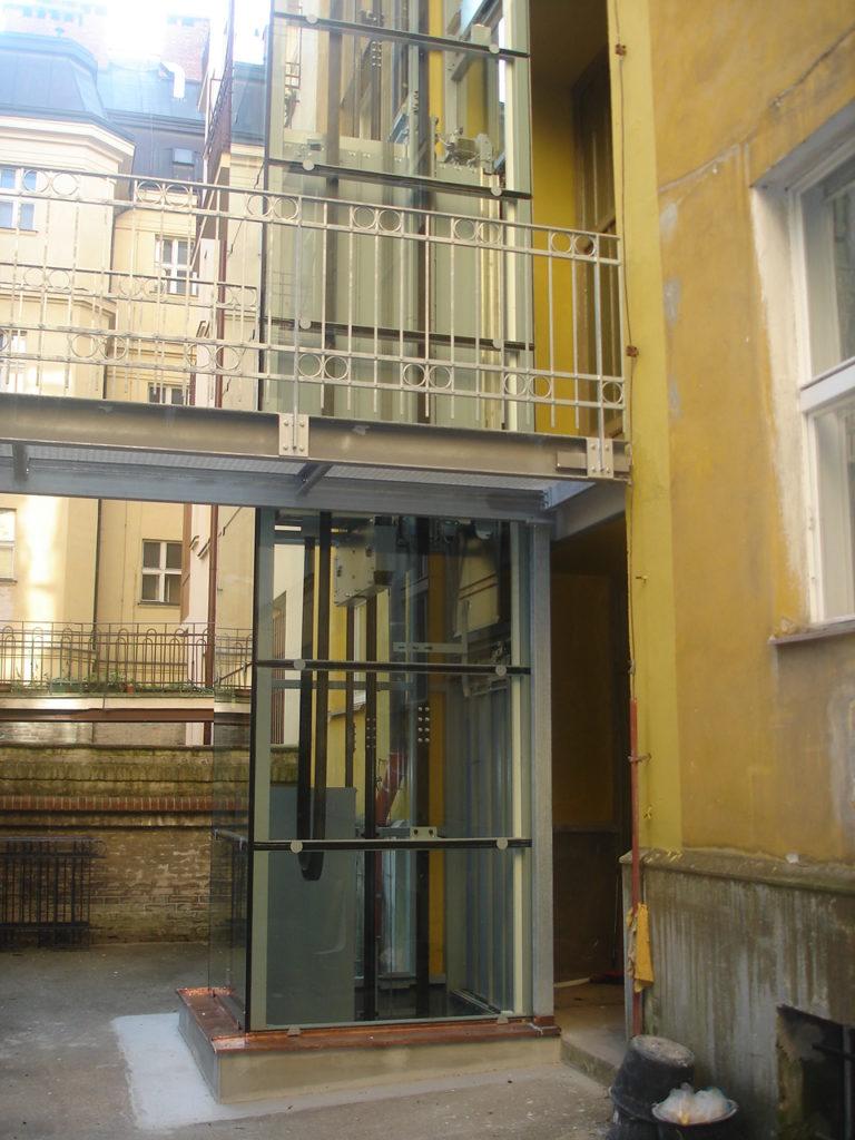 Stavba výtahu s výtahovou šachtou v Praze 2 3 vytah cinzovni dum praha 2 slovanska 1