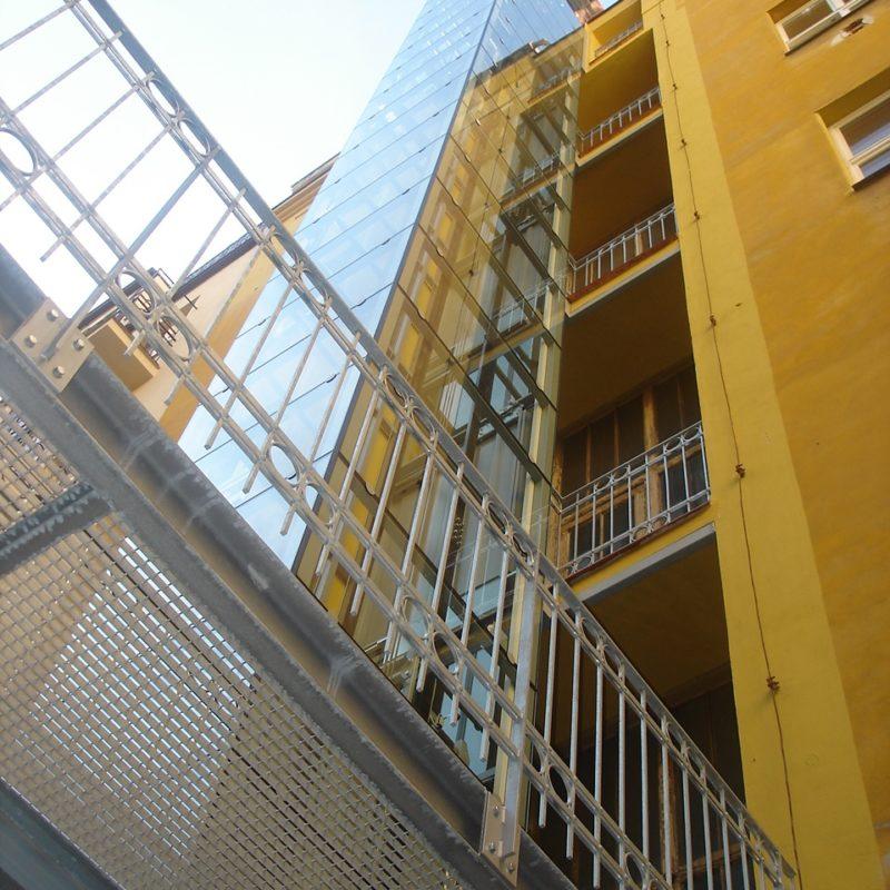 Stavba výtahu s výtahovou šachtou v Praze 2 11 vytah cinzovni dum praha 2 slovanska 3 800x800 1