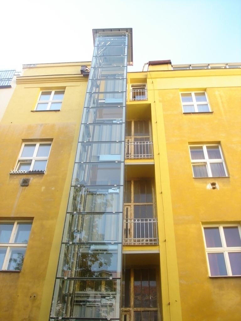 Stavba výtahu s výtahovou šachtou v Praze 2 2 vytah cinzovni dum praha 2 slovanska 4