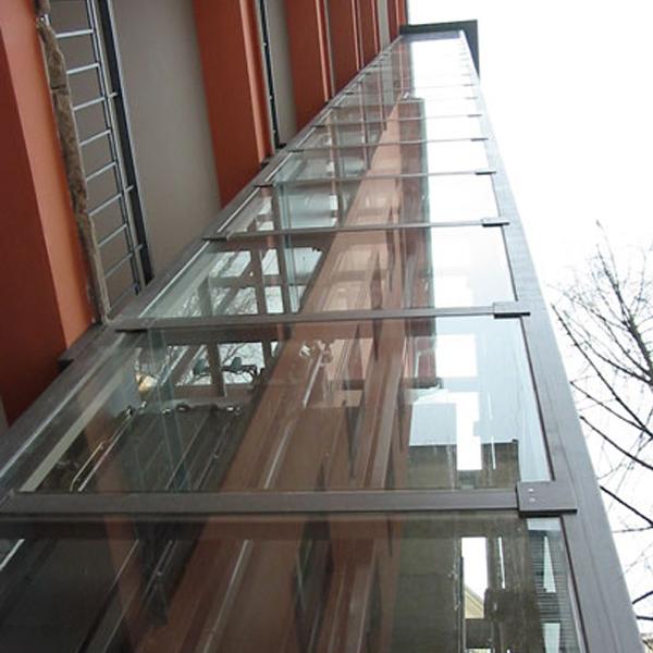 Stavba výtahu včetně venkovní konstrukce na Praze 3 7 vytahy kubik praha 3 panelak sachta