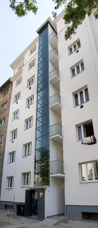 Stavba venkovního výtahu v Biskupcově ulici na Praze 3 4 Biskupcova 1