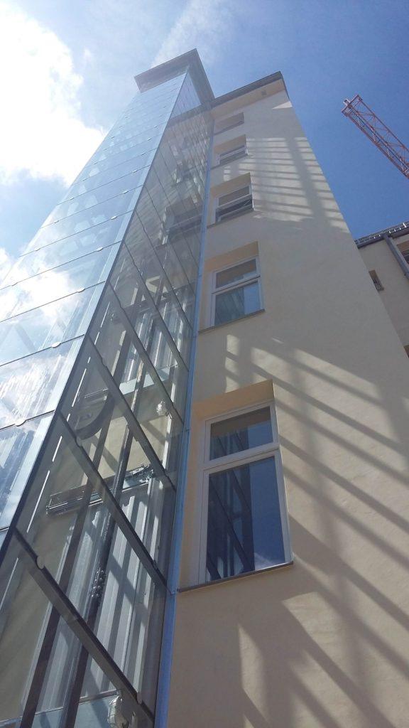 Stavba výtahu v Holečkově ulici na Praze 5 32 Holečkova 10