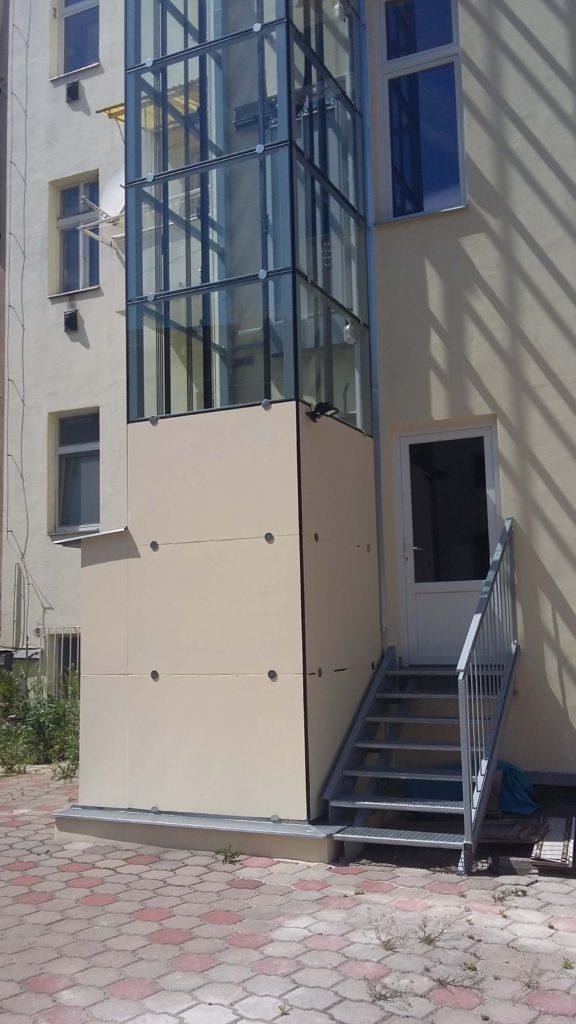 Stavba výtahu v Holečkově ulici na Praze 5 31 Holečkova 11