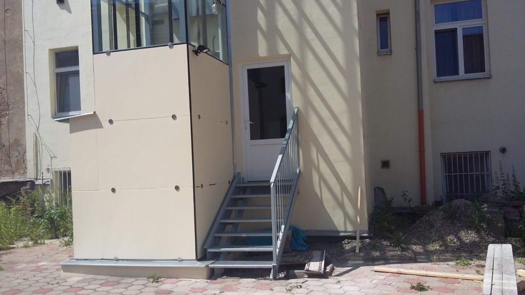 Stavba výtahu v Holečkově ulici na Praze 5 20 Holečkova 13