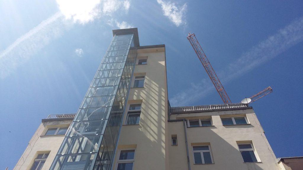 Stavba výtahu v Holečkově ulici na Praze 5 19 Holečkova 14
