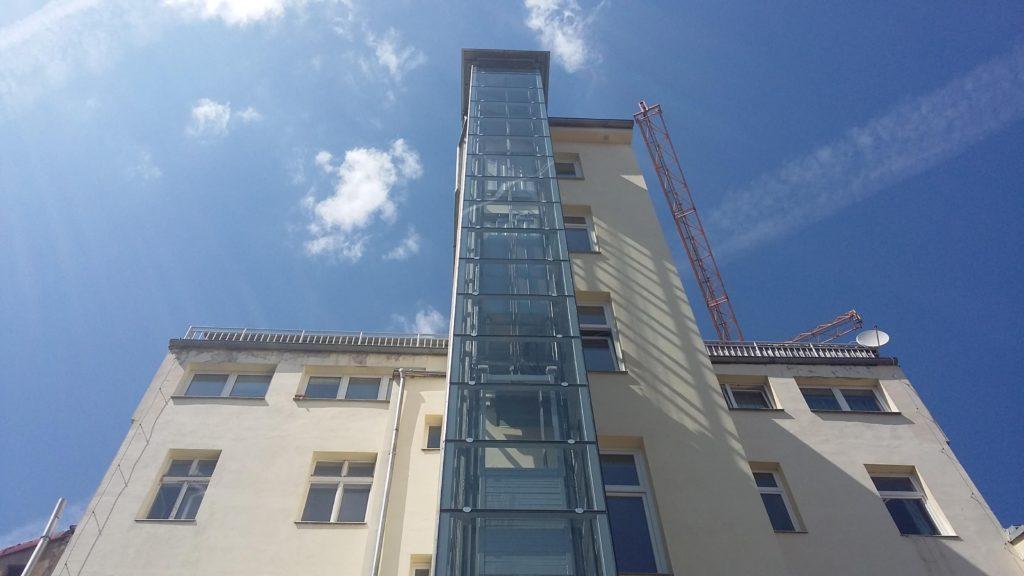 Stavba výtahu v Holečkově ulici na Praze 5 18 Holečkova 15