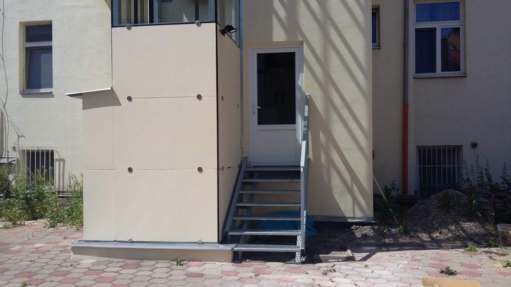 Stavba výtahu v Holečkově ulici na Praze 5 17 Holečkova 16