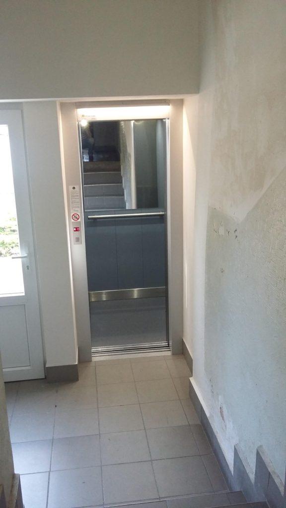 Stavba výtahu v Holečkově ulici na Praze 5 14 Holečkova 19