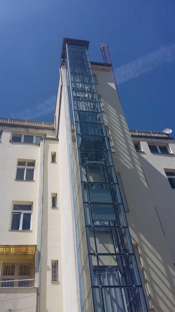 Stavba výtahu v Holečkově ulici na Praze 5 13 Holečkova 2