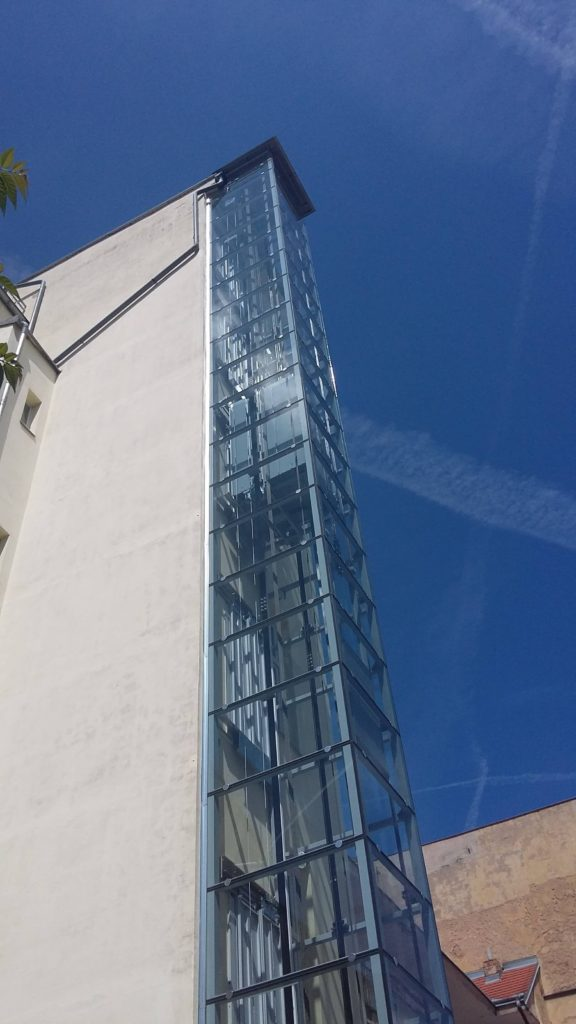 Stavba výtahu v Holečkově ulici na Praze 5 11 Holečkova 21