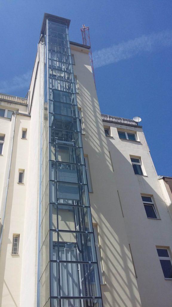 Stavba výtahu v Holečkově ulici na Praze 5 2 Holečkova 3