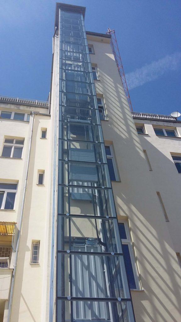 Stavba výtahu v Holečkově ulici na Praze 5 28 Holečkova 32