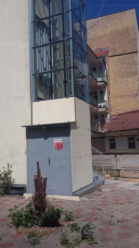 Stavba výtahu v Holečkově ulici na Praze 5 24 Holečkova 6