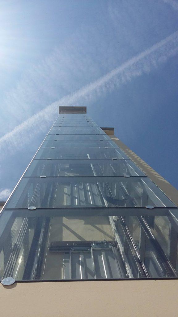 Stavba výtahu v Holečkově ulici na Praze 5 22 Holečkova 8