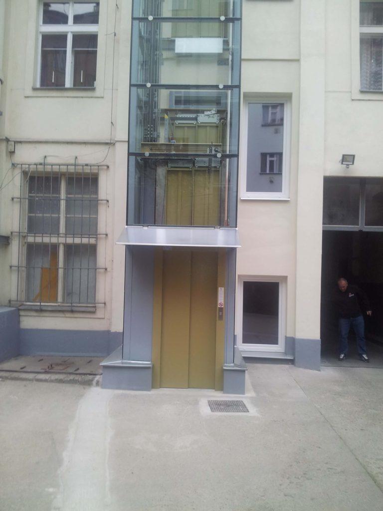Stavba výtahu v Plzeňské ulici na Praze 5 8 Plzeňská 2