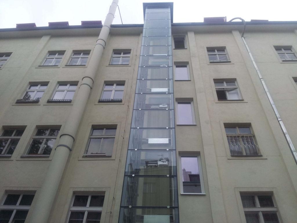 Stavba výtahu v Plzeňské ulici na Praze 5 7 Plzeňská 4