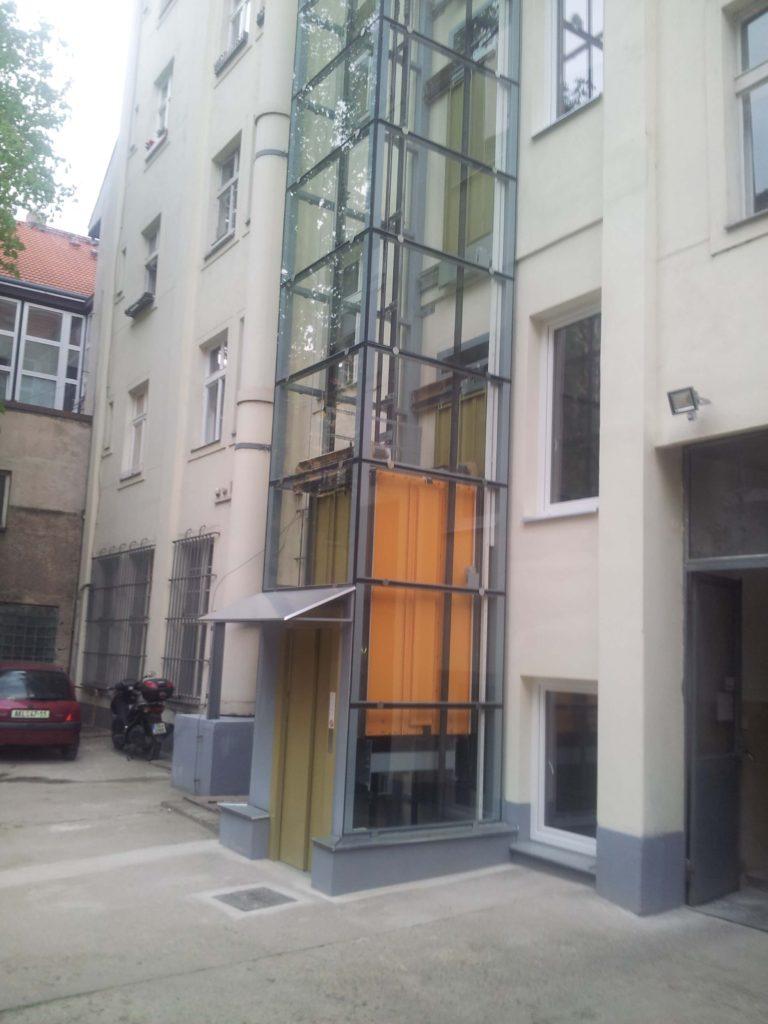 Stavba výtahu v Plzeňské ulici na Praze 5 4 Plzeňská3