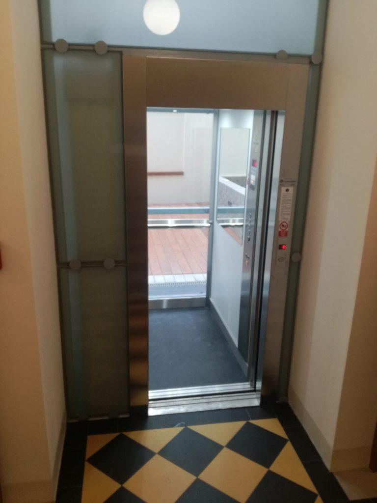 Stavba výtahu ve Francouzské ulici na Praze 1 37 Francouzská 68 Praha 2