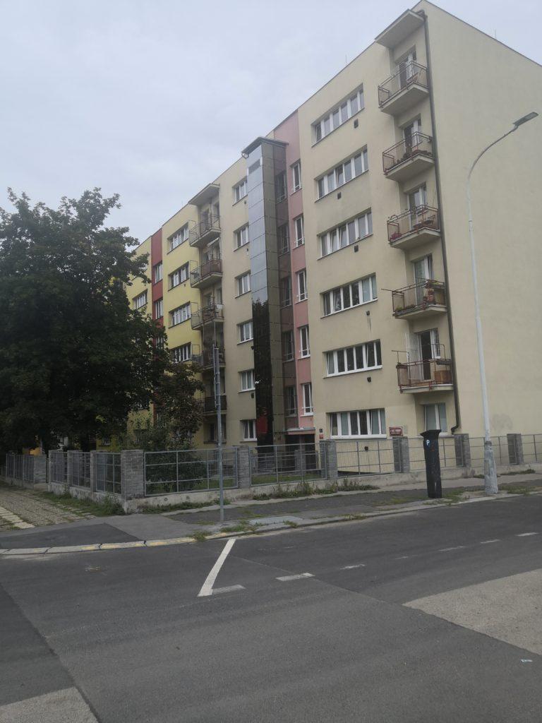 Stavba výtahu v ulici U staré plynárny v Holešovicích 3 U Staré plynárny 2 Praha 7 2